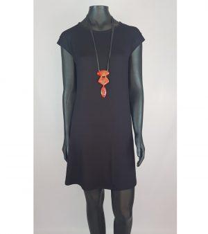 Vestido pretofeito em viscolycra com modelagem em corte A.